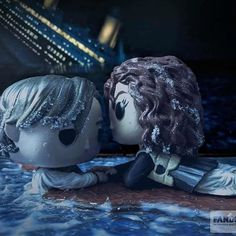 """""""Never Let Go: Titanic Movie Moment"""". My Fundays Custom Funko Pop Contest submission! Even in pop form there is not enough room for Jack on that door! Funko Pop Dolls, Funko Pop Figures, Pop Vinyl Figures, Custom Funko Pop, Funko Pop Vinyl, Best Funko Pop, Funko Pop Display, Funk Pop, Pop Figurine"""