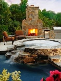 Pool, jacuzzi, fireplace and outdoor kitchen