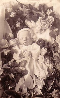 Infant memento mori
