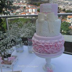 O Batizado da Emília. Cake by Pretty in Sugar | Decoração by Carla António&Ana Lúcia Machado | Cake Stand by Coco&Baunilha.