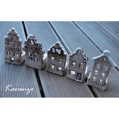 Decorating your home with pottery is a stylish and simple way to liven and brighten up your home. Clay Houses, Ceramic Houses, Ceramic Clay, Hand Built Pottery, Slab Pottery, Ceramic Pottery, Clay Projects, Clay Crafts, Pottery Houses