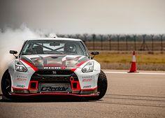 1380PSの日産「GT-R」が世界最速ドリフト走行でギネス記録更新 - Car Watch
