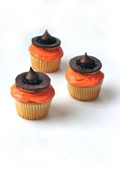 Easy Witch Hat Halloween Cupcakes