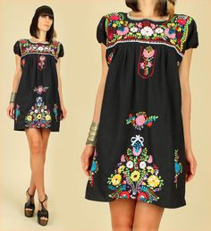 ViNtAgE 70's Hand Embroidered Floral Mexican MiNi Cotton Dress L.