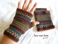 crochet hand warmers (want these to keep my hands warm at practice! Crochet Mittens Free Pattern, Form Crochet, Crochet Gloves, Crochet Hooks, Crochet Baby, Crochet Patterns, Hat Patterns, Crochet Granny, Stitch Patterns