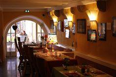 L'Arpège in Colmar - In einem Gebäude von 1463 mitten in der historischen Altstadt bietet dieses Restaurant solide Regionalküche an. Bei schönem Wetter können Sie auf der Terrasse oder in einem hübschen Garten essen. 24, Rue des Marchands | Tel. 0389233789 | Sa/So geschl. | €€