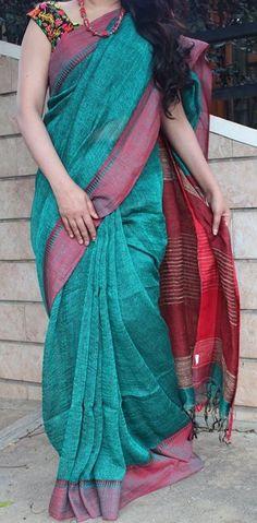 Beauteous Bluish Green with Cornell Red Handloom linen saree Jute Sarees, Jute Silk Saree, Cotton Saree, Indian Attire, Indian Outfits, Simple Sarees, Handloom Saree, Kurti, Stylish Sarees