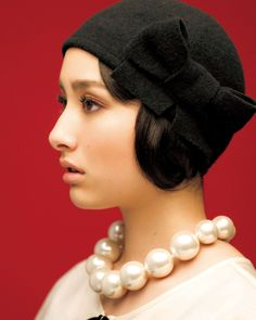 i like this hat! its unique:) Japanese Fashion, Japanese Girl, Fashion Art, Retro Fashion, Girly Hairstyles, Head Accessories, Kawaii, Woman Face, Looking For Women