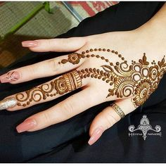Mehandi design has a Different place in our heart. It enhanced the lady beauty and attract the people itself. Keep this above statement in our mind we come with a great collection of lastest Mehandi Design. Mehndi Designs For Girls, Stylish Mehndi Designs, Beautiful Mehndi Design, Latest Mehndi Designs, Mehendi, Arte Mehndi, Mehndi Art, Henna Mehndi, Henna Art