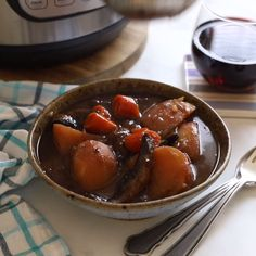 The ultimate one pot family meal – Vegan Portobello Instant Pot Pot Roast! We're talking meaty portobello mushrooms, meltingly tender vegetables and a thick, really rich and flavourful gravy. Vegan Foods, Vegan Dishes, Vegetarian Recipes, Healthy Recipes, Instapot Vegan Recipes, Vegan Recipes Videos, Vegan Thanksgiving, Going Vegan, Cooker Recipes