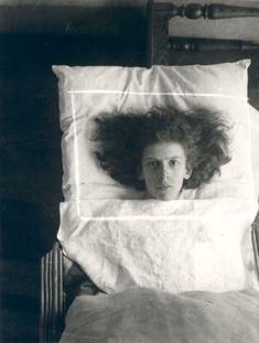 """deviatesinc:  Self portrait, 1927 by Claude Cahun Лал_Дэд """"Иные бодрствуют, хотя вкушают сна отдохновенье..."""""""