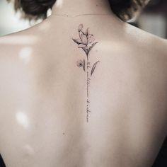 Resultado de imagem para tatuagem na linha da coluna