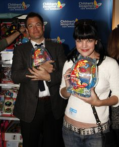 Michael Weatherly and Pauley Perrette giving out toys at a children's hospital.