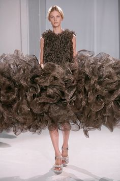 Iris van Herpen Parigi - Haute Couture Fall Winter - Shows - Vogue. 3d Fashion, Weird Fashion, Fashion Week, Couture Fashion, High Fashion, Fashion Show, Fashion Design, Iris Van Herpen, Vogue Paris