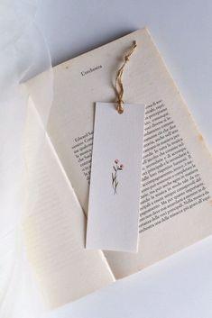 Creative Bookmarks, Diy Bookmarks, Watercolor Bookmarks, Watercolor Cards, Watercolor Flowers, Watercolour, Watercolor Paintings, Diy Marque Page, Diy And Crafts