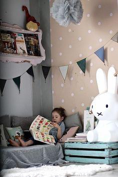 Vivi & Oli's reading corner..