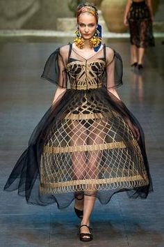 This is Cane Crinoline Dolce & Gabbana Spring 2013. The designer was inspired by one of the most impressive cage crinoline from the Crinoline period.