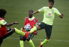 Barcelona striker Neymar injures left ankle « SPORTS UPDATE NEWS