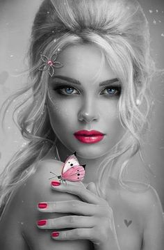 السُحب الكثيفة.. والرمال الحمراء.. والامواج التي ترتوي من بعثرة العالم وحزن الليل .. هذا كله في جسدي ! على أشكال وإن لم تكن فهي من قلقي ترتوي قلبي متلعثم بسواد .. نفسي السيء .. ودموعي المحزنة التي لم تقف عن جريانها .. وسواد حظي، الذي لم يفارقني.. هكذا أعيش أهذه عيشة؟ فقير لديه مال مريض لديه عافية وكأسدٍ دارتْ به دنياه صار الحمير يسبونه بينما أنا وقعتُ في واد مظلم منخفض، يملؤه السواد، يسكنه الاغراب هذا هو أنا .. بالضبط ................ هذيان أنظر من أقصى الليل إليها فاراها تبتسم بقدومي فقلت…