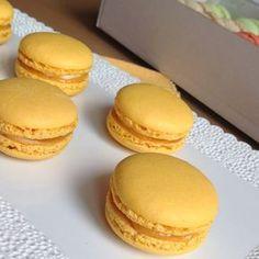 VÍKENDOVÉ PEČENÍ: Citronové makronky Cupcakes, Cupcake Cakes, My Dessert, Dessert Recipes, Toffee Bars, Macaroon Recipes, Sweet Bar, Mini Cheesecakes, Something Sweet