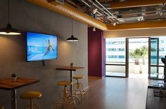 TV Corporativa - Febracorp University Track Lighting, Flat Screen, Conference Room, Ceiling Lights, Furniture, Home Decor, Tecnologia, Blood Plasma, Homemade Home Decor