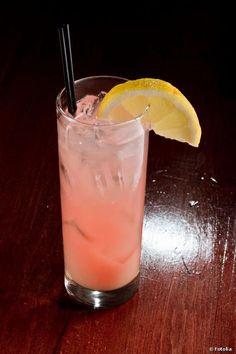 Le cocktail Lillet Rosé Schweppes L'ABUS D'ALCOOL EST DANGEREUX POUR LA SANTE, A CONSOMMER AVEC MODERATION