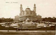 L'ancien Palais du Trocadéro - Paris 16e Le palais du Trocadéro a été construit pour l'Exposition Universelle de 1878 par l'architecte Gabriel Davioud et a été également pour l'Exposition Universelle de 1889. Il a survécu jusqu'en 1937, date à laquelle on a construit l'actuel Palais de Chaillot pour l'Exposition Internationale des arts et techniques de 1937. Le Trocadéro tire son nom du fort de Cadix pris par les français en 1823 pour rétablir la monarchie absolue en Espagne.