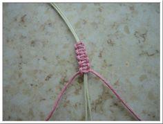 Op deze pagina vind je een uitleg over de barong barong armband. Hierna kan je zelf een barong armband maken. Ook leer je de schuifknoop maken.