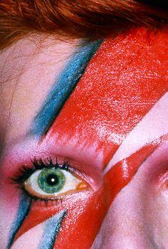 the leo is all in the mind — David Bowie, Album cover shoot for Aladdin. the leo is all in the mind — David Bowie, Album cover shoot for Aladdin. Angela Bowie, Sanaa Lathan, Toni Braxton, Pink Floyd, Duncan Jones, Bowie Ziggy Stardust, Ziggy Stardust Album Cover, Lady Stardust, Le Vent Se Leve