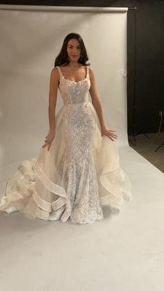 Dream Wedding Dresses, Cute Wedding Dress, Bridal Dresses, Wedding Gowns, Pretty Dresses, Beautiful Dresses, Prom Dresses With Sleeves, Formal Dresses, Perfect Bride