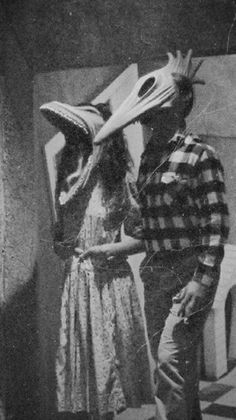 New Dark Love Art Feelings Scary Ideas Dark Art Style Art Tim Burton, Tim Burton Kunst, Film Tim Burton, Tim Burton Characters, Arte Horror, Horror Art, Horror Films, Horror Movie Quotes, Classic Horror Movies