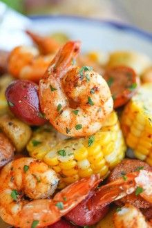 Shrimp Boil Foil Packets Easy, make-ahead foil packets packed with shrimp, sausage, corn and potatoes. It's a full meal with zero clean-up! Full recipe from damn delicious Grilling Recipes, Fish Recipes, Seafood Recipes, Cooking Recipes, Healthy Recipes, Shrimp Dinner Recipes, Healthy Shrimp Recipes, Seafood Meals, Campfire Recipes