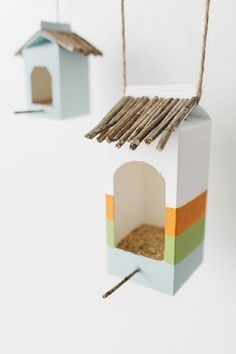 Sharing some fun and unique DIY Birdhouse Ideas that are beautiful outdoor decor and will also help to take care of birds at the same time. DIY BIrdhouse Ideas Annette Bachstein falkenfan Bird feeders Sharing some fun and unique DIY Birdhouse Ideas Bird House Feeder, Diy Bird Feeder, Kids Crafts, Milk Carton Crafts, Carton Diy, Bird Houses Diy, Diy For Kids, Activities For Kids, Recycling