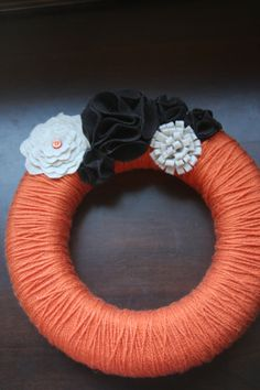 Felt Flower yarn wreath tutorial