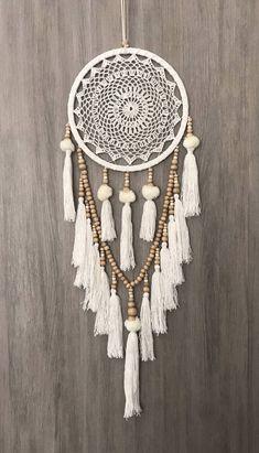 26,5 cm Boho Crochet Web Dream Catcher blanc/crème Pom Poms glands & perles en bois