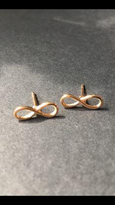 Jewelry Design, Stud Earrings, Fashion, Schmuck, Moda, Fashion Styles, Stud Earring, Fashion Illustrations, Earring Studs