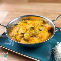 Butter chicken has long been a favourite in this house – it's probably one of the reasons for our bulging waistlines. Here's our Slimming World friendly 2 Syn Creamy Butter Chicken! 2 Syns a portion and the recipe below makes 6 portions in all. Slimming World Dinners, Slimming World Chicken Recipes, Slimming World Recipes, Easy Chicken Recipes, Slimming Eats, Slow Cooker Recipes, Cooking Recipes, Healthy Recipes, Batch Cooking