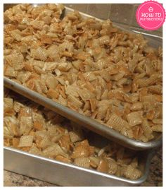 Christmas Crack - Another chex mix recipe . I'm going to chex mix out my family this year with Traditional Chex Mix, Christmas Fiber Chrunch, and now Christmas Crack! Köstliche Desserts, Delicious Desserts, Yummy Food, Plated Desserts, Tasty, Health Desserts, Yummy Snacks, Snack Recipes, Dessert Recipes