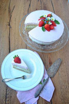 Strawberry yogurt cake with lemon balm biscuit base