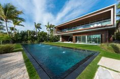 Marcio Kogan of Studio designed this modern home in Miami Beach Florida with a heated saltwater pool a swimmable lagoon and a bridge Indian Creek, Villa Miami, Miami Beach House, Moderne Pools, Pool Designs, Modern Architecture, Swimming Pools, House Design, Garden Design