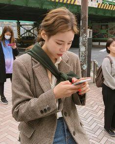 aku cinta — source: x Korea Fashion, Daily Fashion, Girl Fashion, Fashion Outfits, Womens Fashion, Fashion Design, Retro Fashion, New Girl, Autumn Winter Fashion