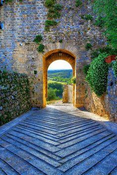 Archway, Monteriggioni, Tuscany, Italy