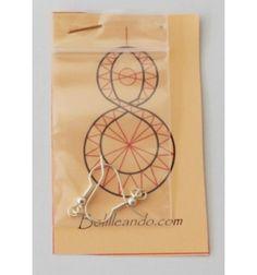 Patrón para hacer unos pendientes de encaje de bolillos de unos 5 cm de alto. Incluye los ganchos.