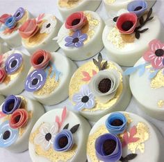 White chocolate covered Oreos with flowers and gold details  Repost from Kyongs cakes and crafts