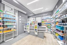 Pharmacie des Panoramas - AMlab - Oltre i luoghi comuni Hospital Pharmacy, Pharmacy Store, 3d Interior Design, Showroom Design, Layout, Beauty Shop Decor, Reception Desk Design, Hospital Design, Store Windows