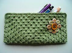 PAP aqui     E esses aqui, para quem não tem muita habilidade com o crochê, basta um square simples, um forro, fecha dos lados, coloca...