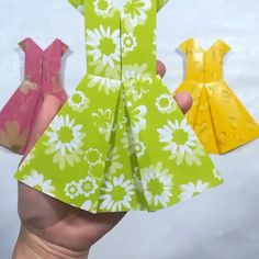 PAPER DRESS Turn these paper dress ideas into real ones!You can find Origami dress and more on our website.PAPER DRESS Turn these paper dress ideas into real ones! Diy Origami, Origami Simple, Origami Dress, Paper Crafts Origami, Diy Paper, Origami Tutorial, Dress Card, Diy Dress, Dress Ideas
