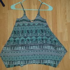 Flowy tank top Flowy print top, with cute back and adjustable straps. Worn once.  *Brand is not Zara, listed for exposure  Zara Tops Tank Tops