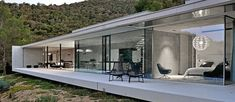 Aum Architectes' La Mira Ra house, located in the South of France, is the fruit of a long reflection about the marriage of the wild nature of the Mediterranean and the minimalist purity of contemporary architecture