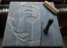 Centrale symboolsteen in het Weverslabyrint in Helmond. Deze is gemaakt door André van Veghel van Atelier Vandré. © Beeldhouwer: Andre van Veghel (www. AtelierVandré.nl).